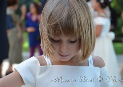 Bambina paggetto di nozze