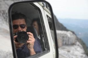selfie autoscatto su fuoristrada cave Carrara