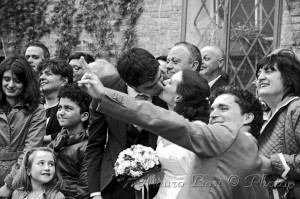 Matrimonio gruppo amici parenti sposi