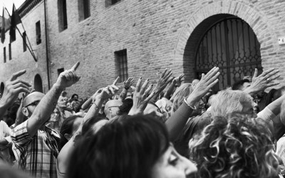 Inferno di Dante - Teatro delle Albe - Coro dei Cittadini alla Tomba di Dante - Foto di Mauro Bosi