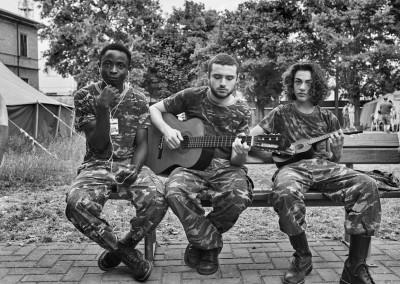 Inferno di Dante  - Teatro delle Albe - Coro dei soldati in un momento di relax