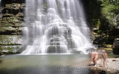 Alfero, bagno alla cascata