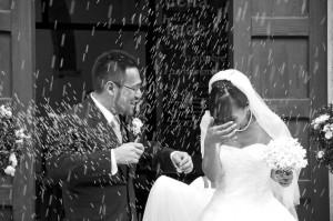 Sposi uscita dalla chiesa e lancio di riso