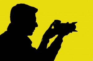 Mauro Bosi profilo sagoma controluce giallo
