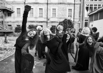 Inferno di Dante - Teatro delle Albe - Il Coro delle Erinni  - Foto di Mauro Bosi