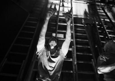 Inferno di Dante - Teatro delle Albe - Il Coro degli Avari e Scialacquatori in scena: Lorenzo Carpinelli - Foto di Mauro Bosi