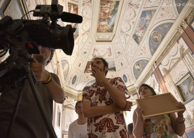I registi Alessandro Lonzi (al centro) e Anna Agati, il direttore della fotografia Alessandro Tedde (dietro la macchina da presa)